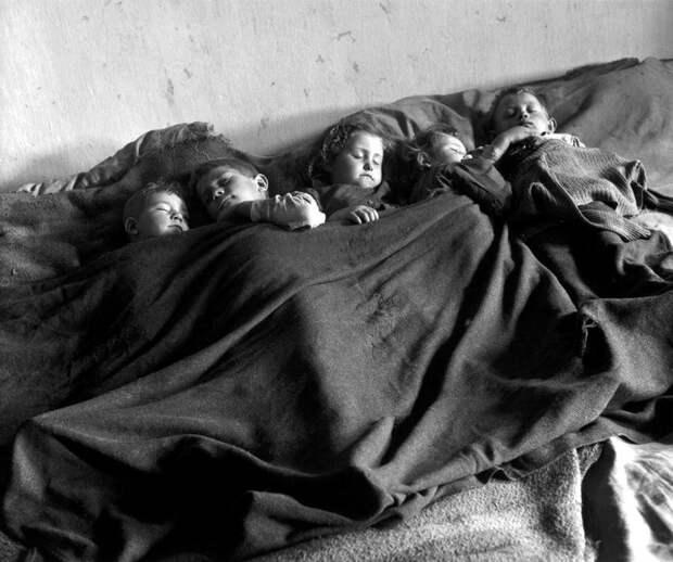 Австрия, 1948 год - Спящие сироты