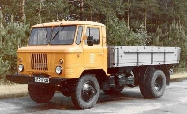 Гражданская версия ГАЗ-66-21 с деревянной бортовой платформой и двухскатными задними колёсами СССР, автомобили, советская техника, советские машины