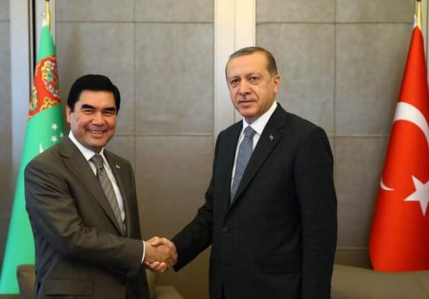 Туркмения играет в опасную игру, потворствуя проникновению НАТО на Каспий и в Центральную Азию