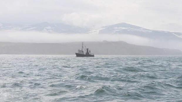 СК РФ проверяет возгорание траулера в Охотском море