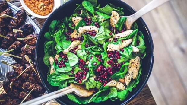 Ежедневное употребление всего одной порции зелени замедляет старение мозга