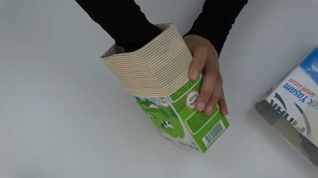 Девушка склеила три тетрапака и добавила ткань, чтобы сделать чудную вещь