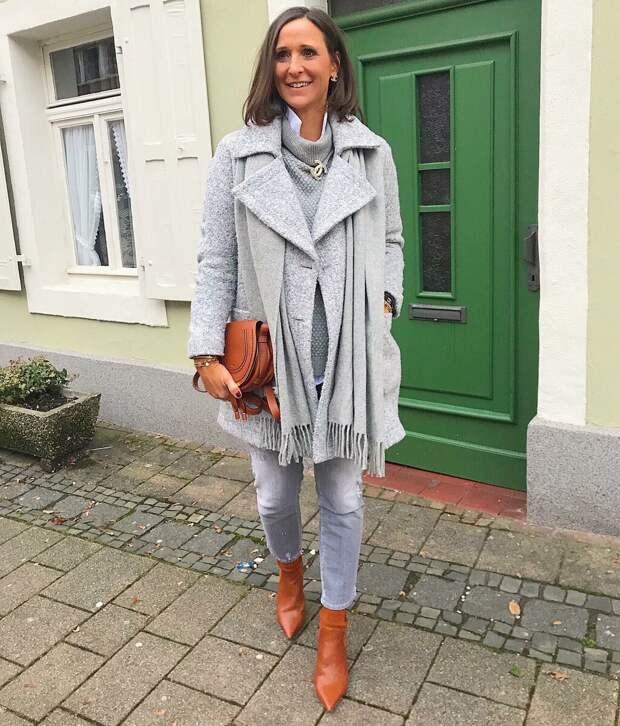 9 нескучных образов с серым пальто для женщин за 50