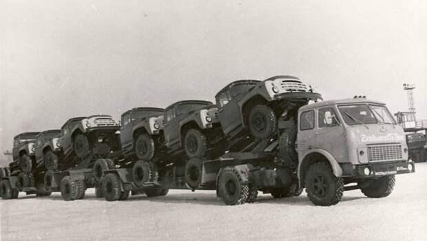 МАЗ-5429 перевозит грузовики ЗиЛ-130 СССР, автомобили, советская техника, советские машины