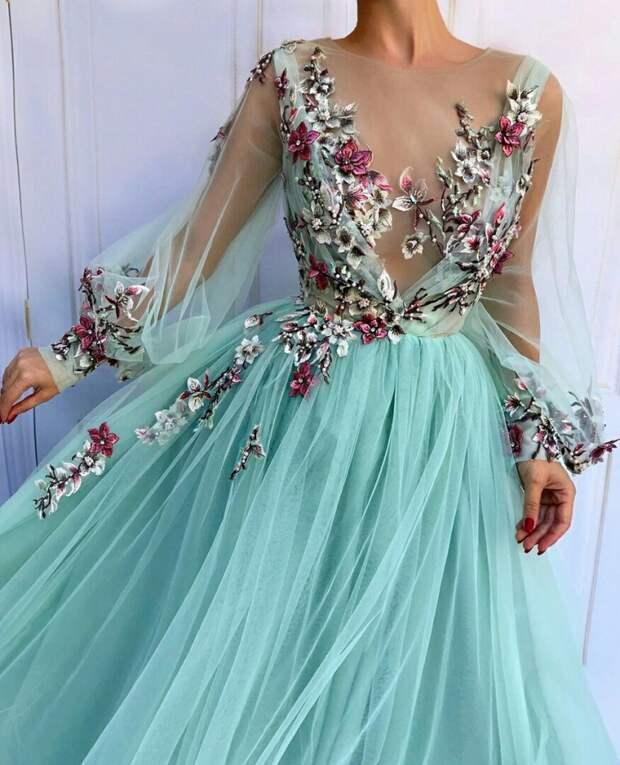 Нарядные платья с вышивкой цветами. Трафик.