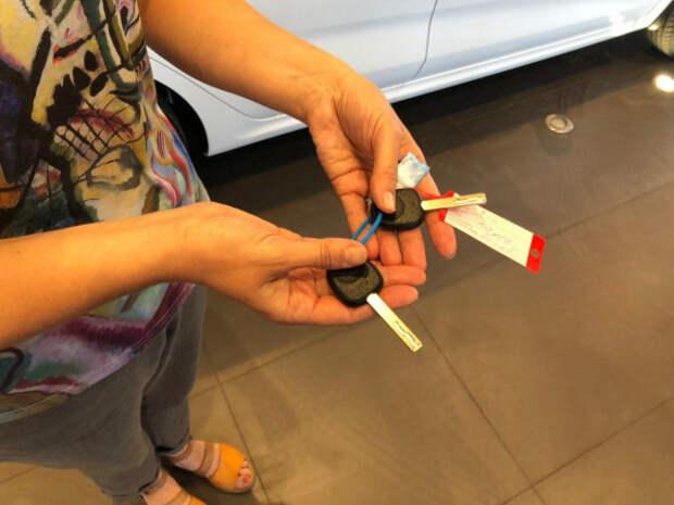 Победительнице первого дня викторины «Патриотическая столица» вручили ключи от нового автомобиля Kia Rio