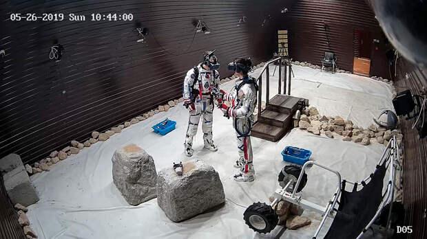 Как выглядит дом на орбите Луны