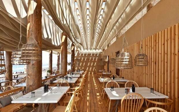Необычный ресторан в Греции с волнами на потолке