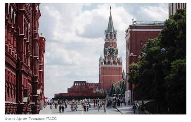 Гордость против холодильника: О новой духоподъемной идее, которую в Кремле готовят вместо повышения доходов