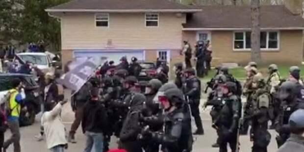 ВСША неделю нестихают протесты из-за убийства полицией темнокожего Райта
