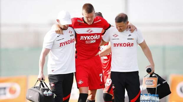 Страшное столкновение Соболева в контрольной игре: дикий крик и снова колено
