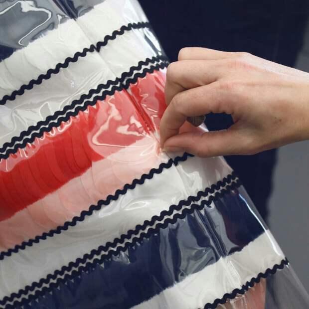 Платье с перьями Chanel Atelier Inside