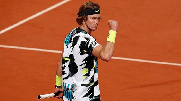 Русский теннисист обыграл двухметрового гиганта в Париже