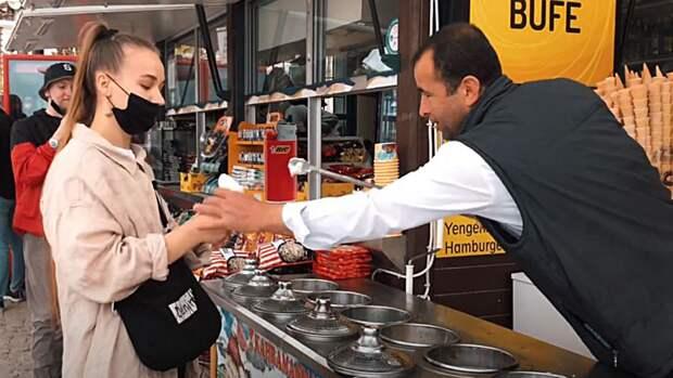 Продавцы мороженого в Турции развели украинскую путешественницу на деньги