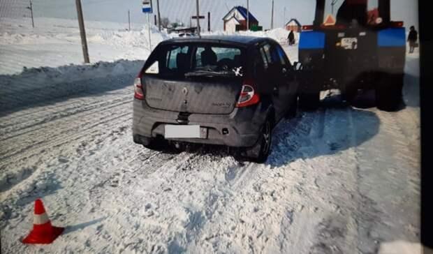 Жительница Орска протаранила трактор, который чистил город отснега