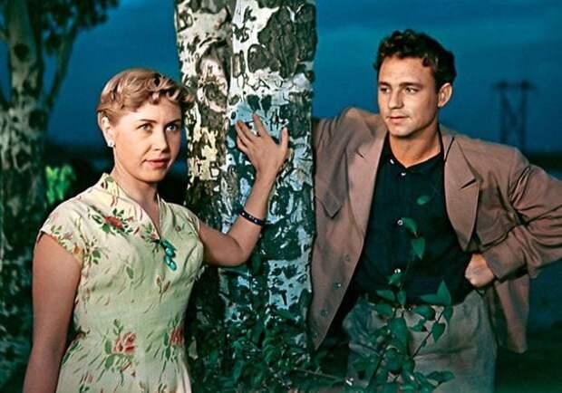 Инна Макарова и Николай Рыбников в фильме *Высота*, 1957 | Фото: 7days.ru