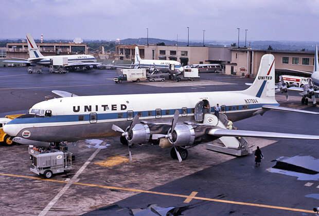 Douglas DC-6 United Airlines