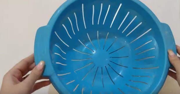 Казалось бы, что можно сделать из треснувшего пластикового дуршлага. Отличная идея вторичного использования