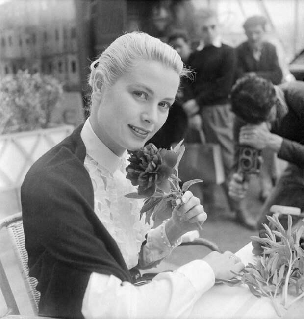 Американская актриса Грейс Келли в Каннах в 1955 году.