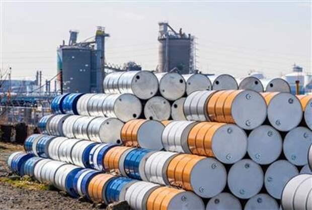 Экспортная пошлина на нефть в РФ с 1 сентября снизится на $3,2 и составит $64,6 за тонну