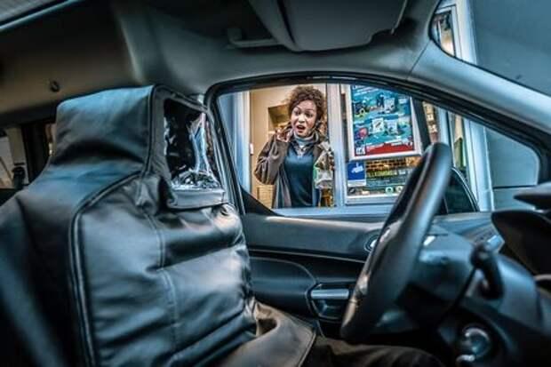 Машина едет, а водителя нет – как на это реагируют люди?