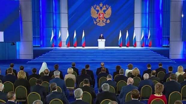 Споры вокруг послания Путина: России нужно очиститься от либерастического клана
