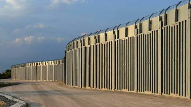 Для чего одна страна НАТО поставила стену на границе с другой страной НАТО - Эрдоган уже недоволен