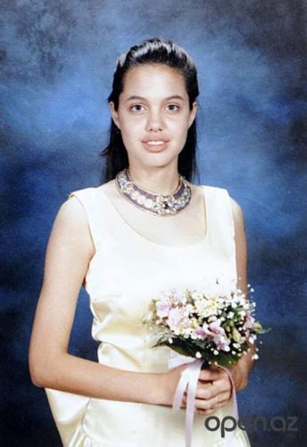 Анджелина Джоли на школьном выпускном