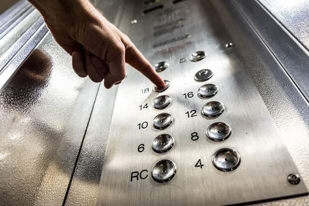 В лифте на Пронской отремонтируют лампы — СП «Практика»