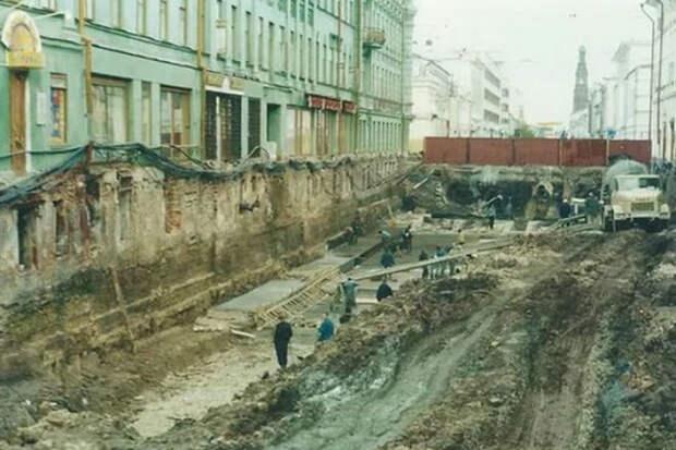 Ремонт старого дома показал, что он уходит в землю на 15 метров