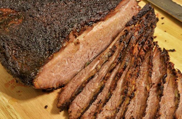 Запекли 2 кило грудинки: кладем на бутерброды как колбасу