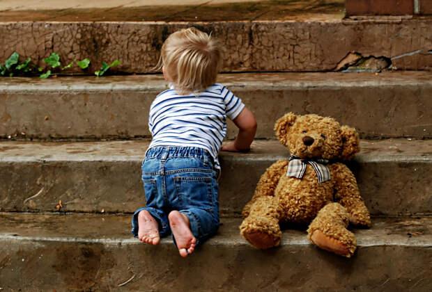 Сын отсудил ребёнка и ...отдал его своей матери