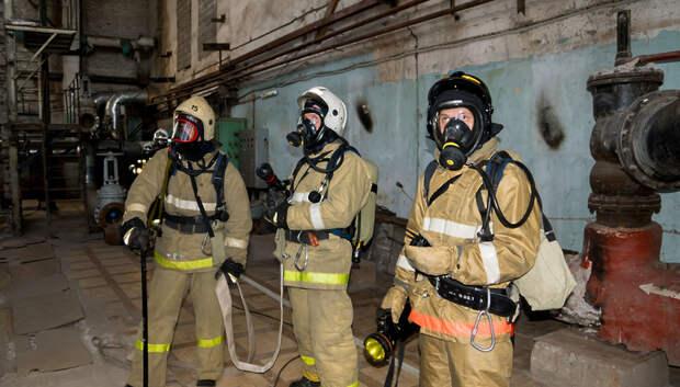 Огнеборцы ликвидировали пожар в производственном здании в Подольске