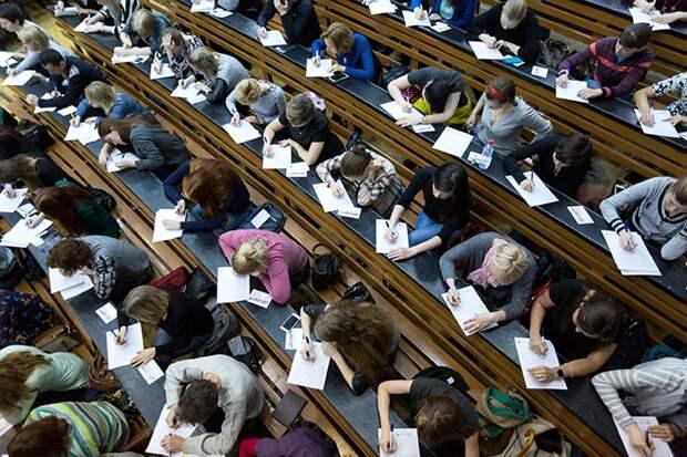 Российские учителя приняли участие в первом педагогическом диктанте