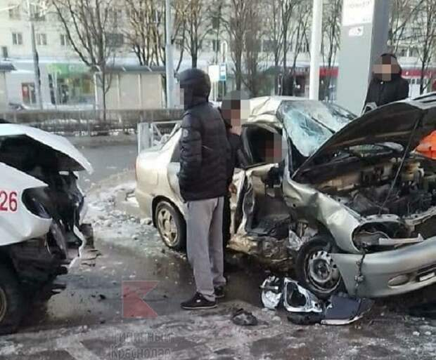 В Краснодаре в аварии с маршруткой пострадали три человека
