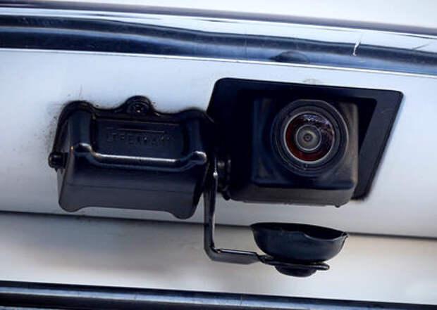 Как защитить камеру заднего вида от грязи