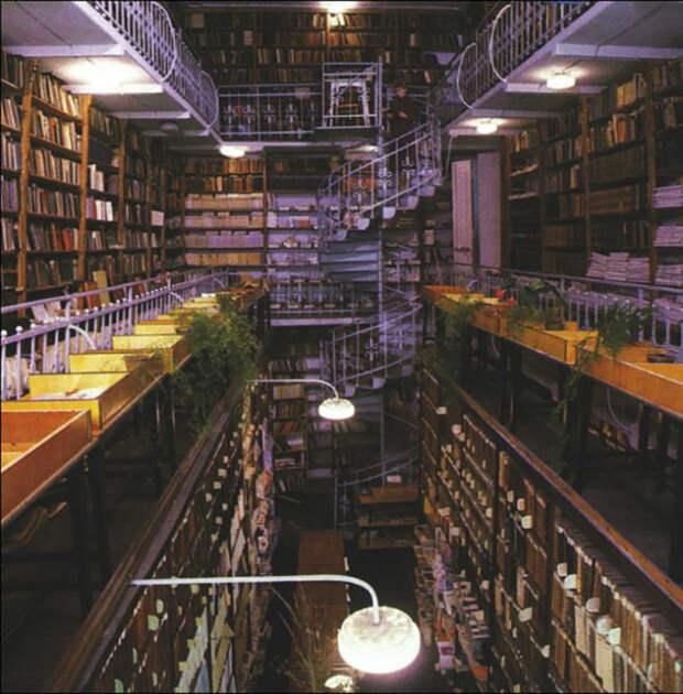 Современная Библиотека имени А.П Чехова в Таганроге
