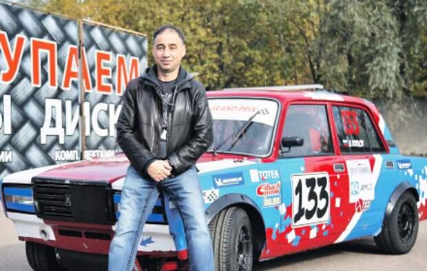 Житель Митина собирает советские машины для участия в автогонках