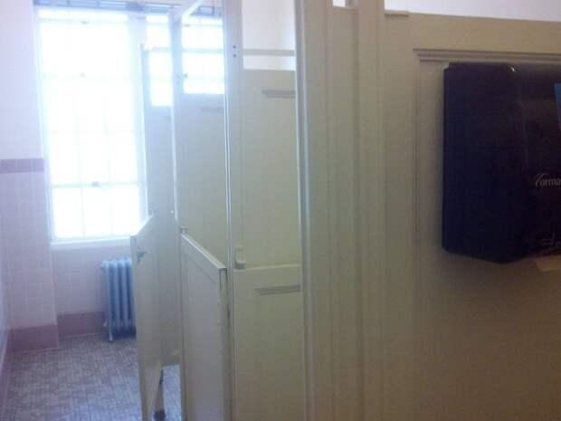 кабинки в туалете