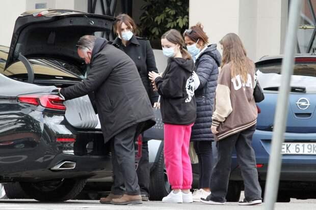 Редкое фото: Моника Беллуччи на шопинге с дочерью