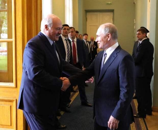 «Не слушать зарубежных советчиков»: Лукашенко подаёт сигнал не только Западу, но и Москве