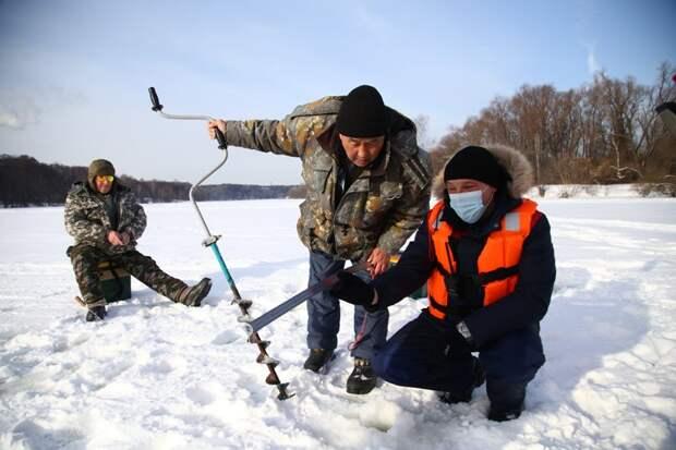 Московские спасатели обеспечивают безопасность на водоемах столицы