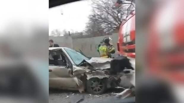Пожарный автомобиль протаранил Chevrolet Lanos в Ростове