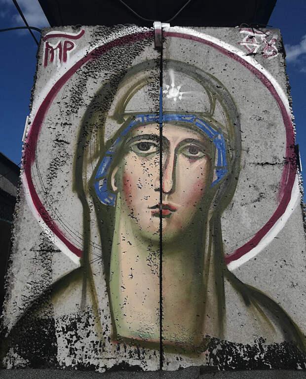 Зачем москвич делает иконы-граффити? (ФОТО)