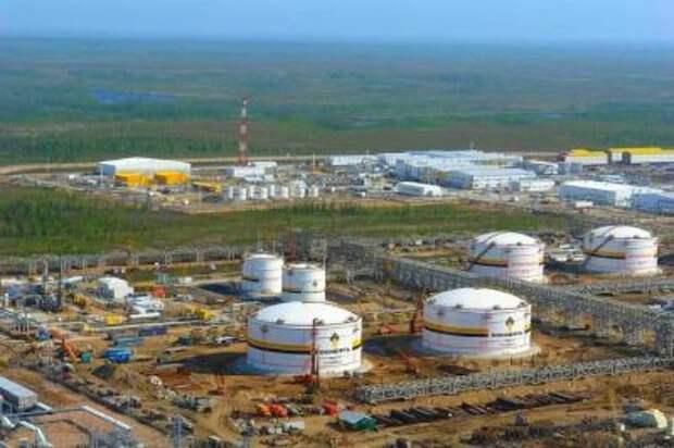 """В """"Роснефти"""" заявили, что """"Восток ойл"""" не попадает под действие санкций"""
