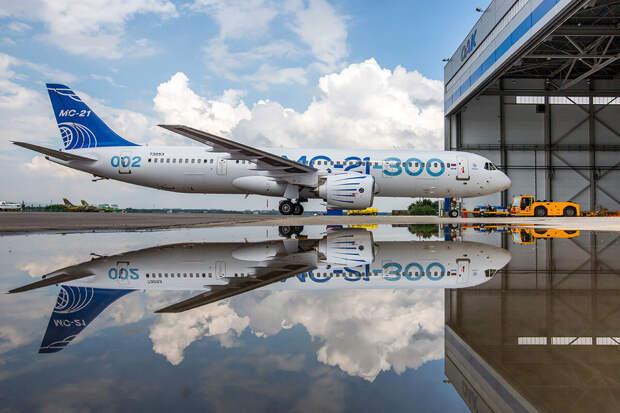 Названа причина задержки выхода нарынок российского конкурента Boeing
