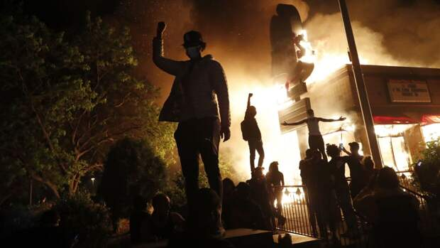 Пожары, погромы, массовые беспорядки: хроника протестов в Миннеаполисе
