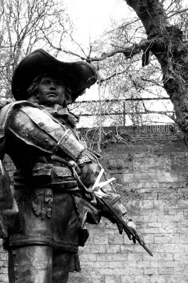 Статуя д'Артаньяна в Маастрихте - Осада Маастрихта: люди и цифры | Warspot.ru
