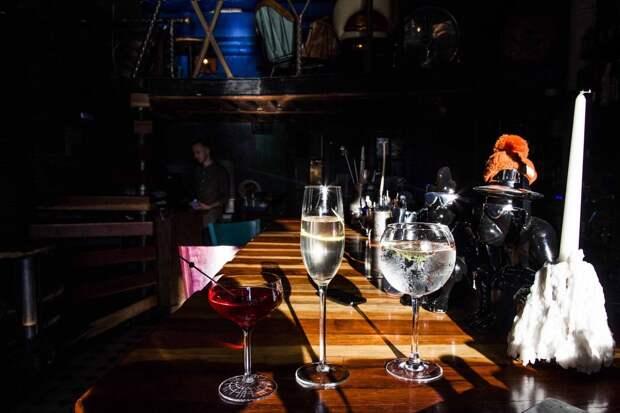 «Сколько можно пить?»: рэпер Птаха заявил о желании закрыть московские бары