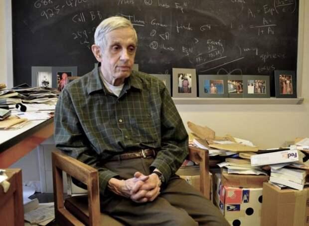 Джон Нэш до последних лет жизни занимался любимой наукой - математикой